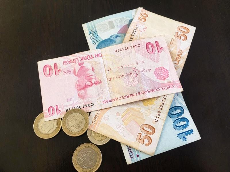 Сколько денег брать в Турцию в лирах