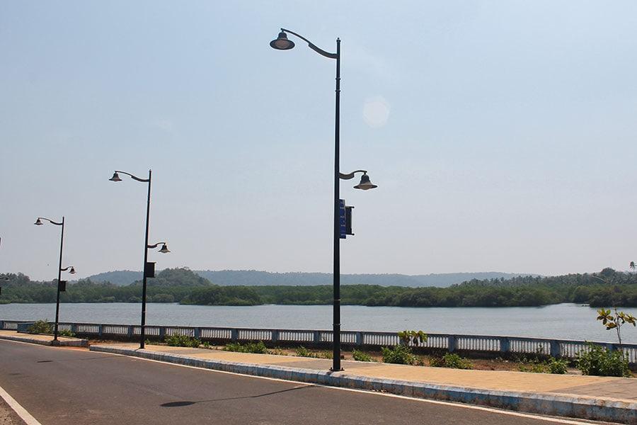 По Гоа на скутерах – Мост через реку Чапора