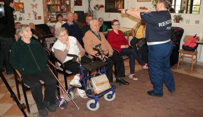 Időseknek tartott előadást a rendőrség
