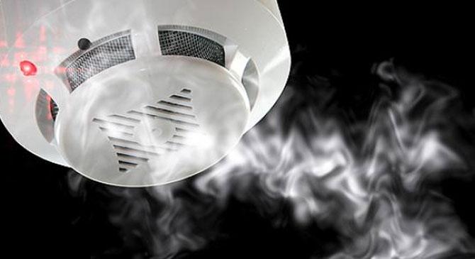 Bejelzett a füstérzékelő egy piliscsévi háznál