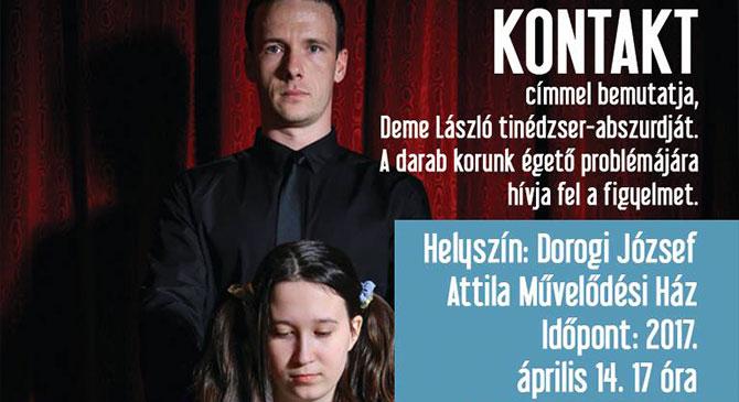 Fiatal színészek előadása a dorogi színházban