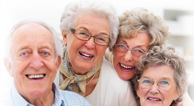 Ötezer forint jár minden 70 év felettinek Esztergomban