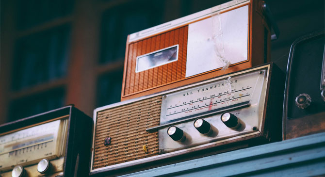 Csak most indult, de már is bekebelezték az új esztergomi rádiót