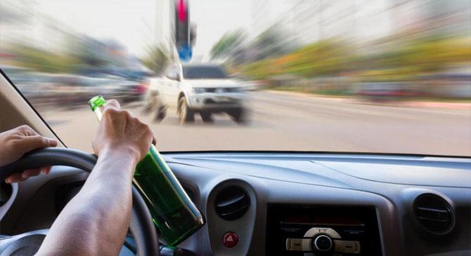 A rendőrök előtt cikázott autójával a részeg sofőr