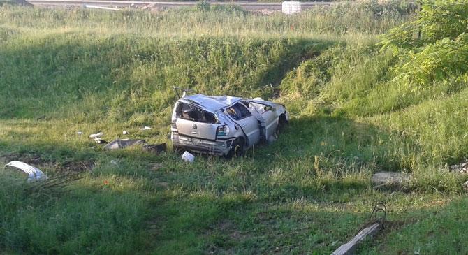 Tetejére borult egy autó Esztergomban