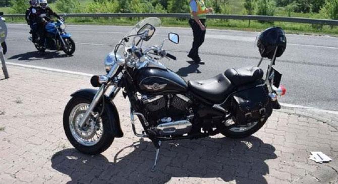 Súlyosan megsérült az a férfi aki motorjával elesett a Táti úton