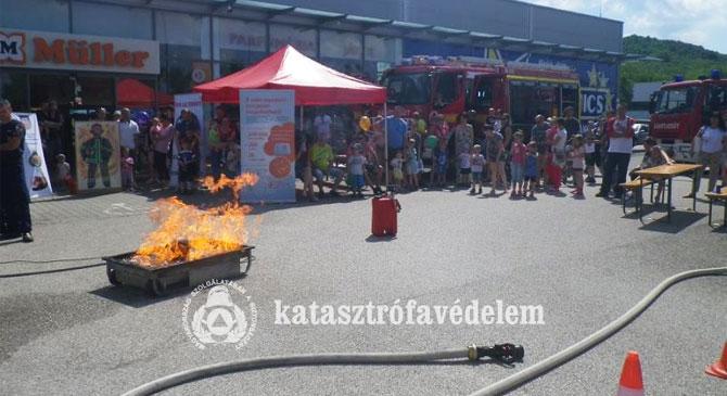 Gyerekzsivaj, móka és kacagás térségünk tűzoltóságain