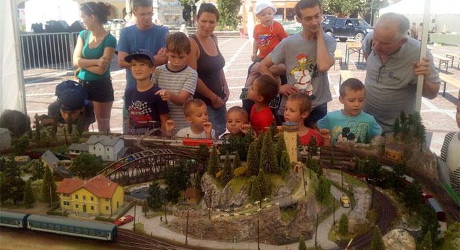 Vonatok zakatoltak az esztergomi Széchenyi téren