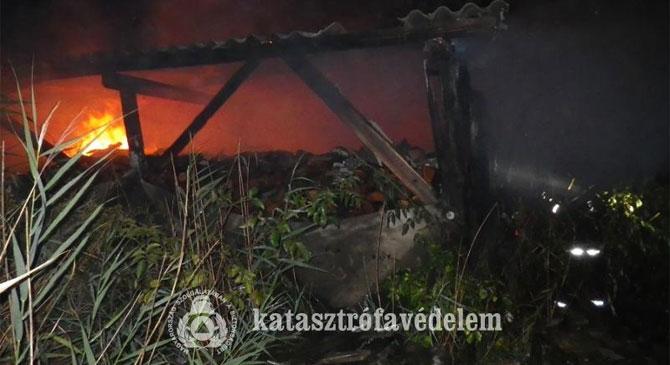 Tároló égett Mogyorósbányán