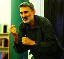 Pál Feri előadására megtelt az esztergomi könyvtár