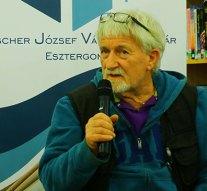 Zámbó István képzőművész volt az esztergomi könyvtár vendége