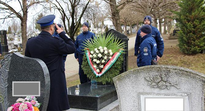 Borbély Zoltánra emlékeztek a dorogi temetőben