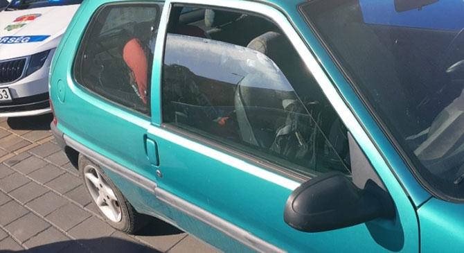 Parkoló autóban hagytak egy gyermeket Dorogon