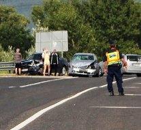 Két autó ütközött össze a Táti úton