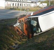 Két autó karambolozott, az egyik árokba került