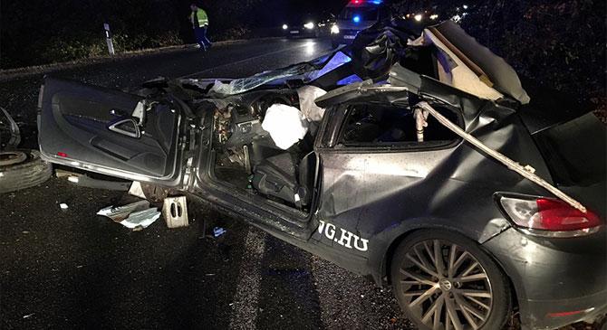 Hétfő este a Bajnára vezető úton ütközött össze két gépkocsi