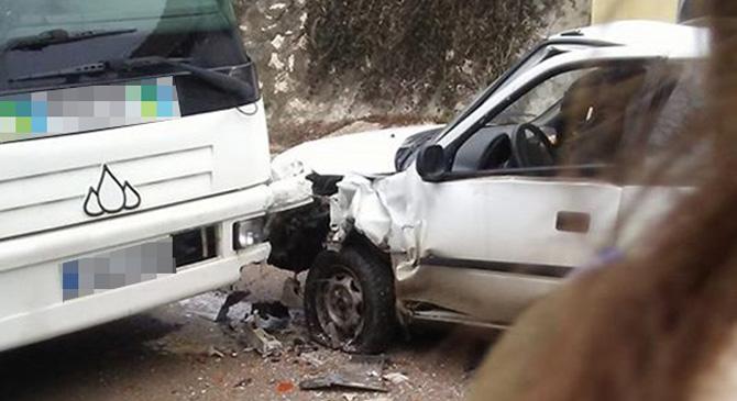 Menetrend szerint közlekedő busz és személyautó ütközött Sárisápon