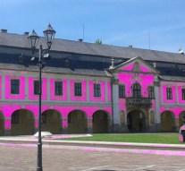 Giro d'Italia: rózsaszínbe borul az esztergomi Városháza