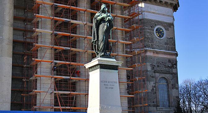Megnéztük hol tart a bazilika felújítása
