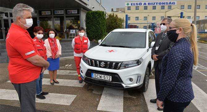 Hibrid autóval segíti a Magyar Vöröskereszt munkáját a Suzuki
