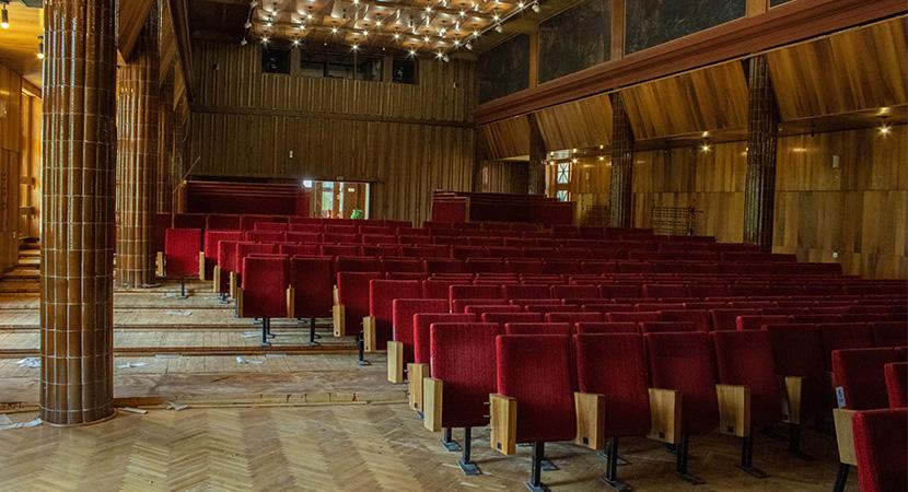 Megújul a dorogi művelődési ház színházterme