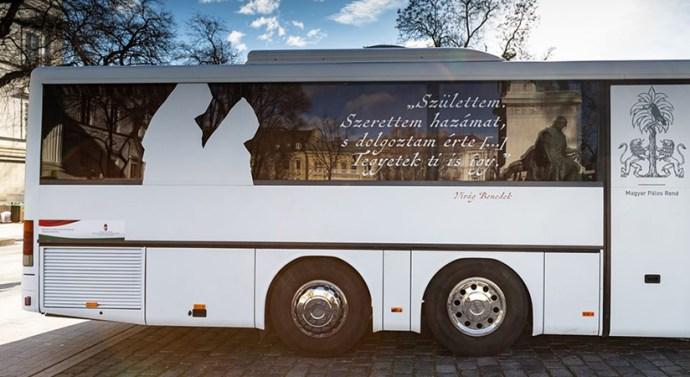 Esztergomba is ellátogat a Pálos busz
