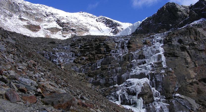 A Rosim-gleccser vízesése