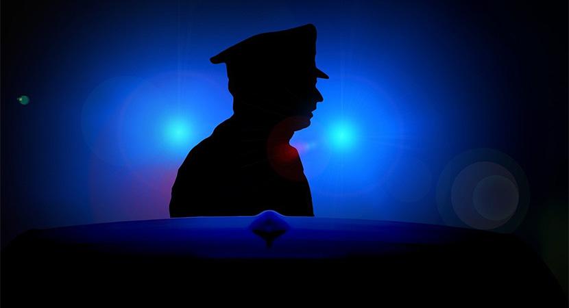 Korrupcióval gyanúsít két Komárom-Esztergom megyei rendőrt az ügyészség