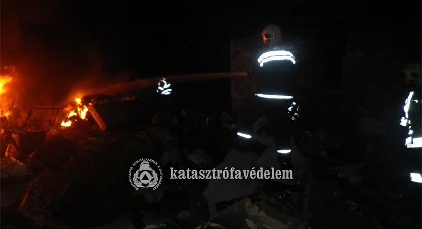 Összehordott szemét égett Esztergom-Kertvárosban