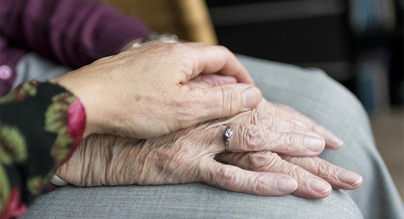 Ajándékot kapnak a dorogi idősek