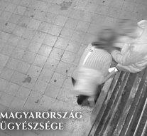 Az esztergomi buszvégállomáson akarta kifosztani a leittasodott sértettet