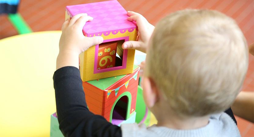 Kisgyermeknevelőt keresnek a dorogi bölcsődébe