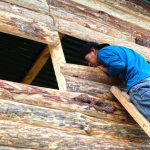 Mayan worker from local Tzununa village working on Casa Felize construction