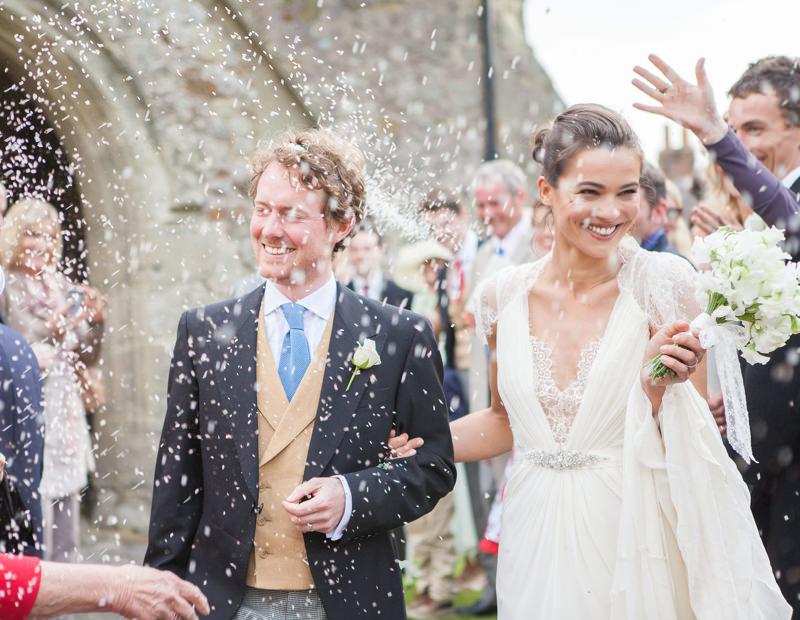 Ślubne i weselne przesądy, weselne przesądy, organizacja ślubu i wesela, Litera r w miesiący ślub, ryż i pieniadze, atrakcje ślubne, rzucanie ryżem