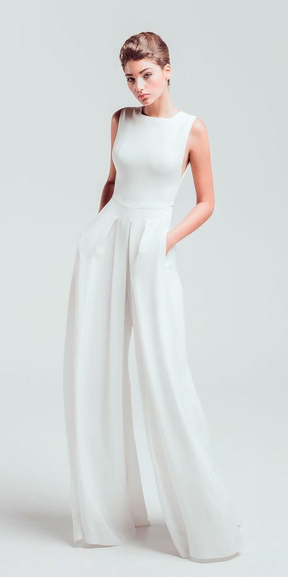 Spodnie ślubne na ślub cywilny, ślub cywilny 2021, ślub 2021, spodnie do ślubu, kameralny ślub spodnie, suknia do ślubu 2021, suknia do ślubu w plenerze, jaka sukienka na ślub cywilny
