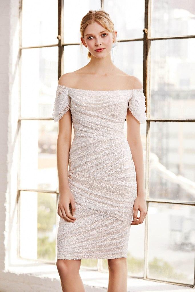 Krótkie suknie ślubne, suknie ślubne 2019, modne suknie ślubne, panna młoda, stylizacja ślubna, ubrania dla Panny Młodej, LookBook, trndy ślubne 2019, moda ślubna 2019