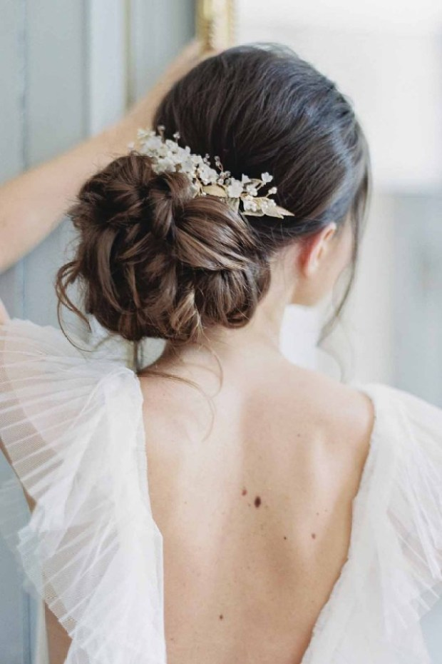 Upięcia ślubne, Fryzury ślubne 2020, Trendy ślubne 2020, ślub 2020, Wedding hair trends 2020, Wedding Trends 2020, Flower bouquets hair, Kwiaty do ślubu, inspiracje ślubne, ślubny lookbook, blog ślubny