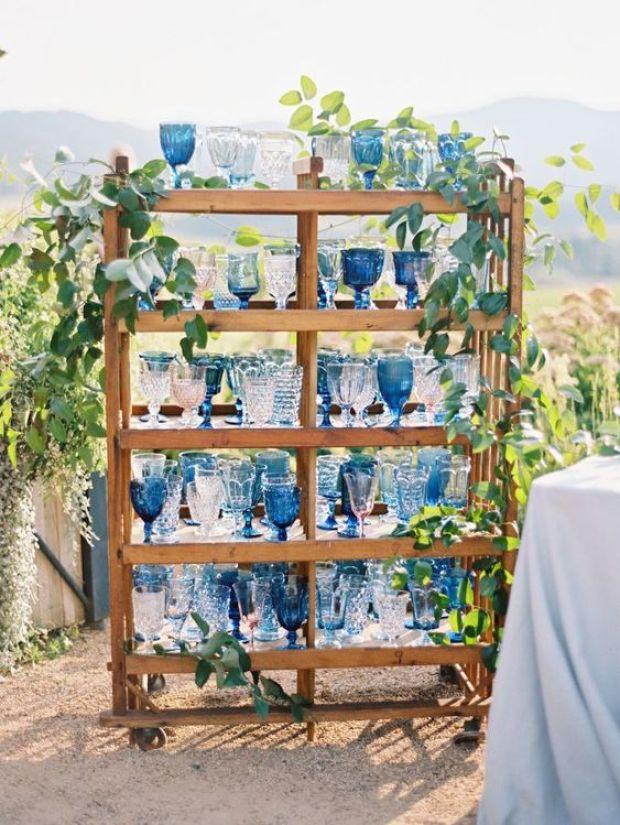 wesele w kolorze niebiskim, szczegóły ślubne i weselne, Ślub w kolorze klasyczny niebieski 2020, classic blue wedding 2020, inspiracje ślubne, kolor roku 2020, modne śluby, trendy ślubne 2020, ślubny blog, dekoracje ślubne w kolorze niebieskim, ślub w niebieskim