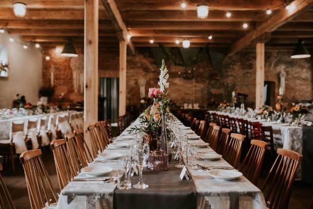 Osada Młyńska wesele, rystykalny ślub, stodoła na wesele, miejsce na ślub