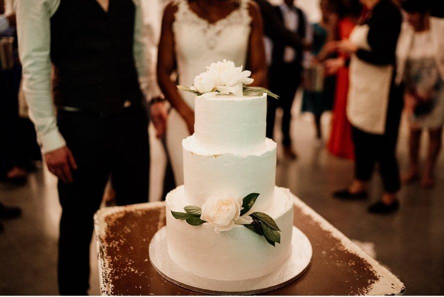 Tort weselny, tort ślubny, tort na weselu, godzina serwowania tortu weselnego, weselne tradycje, polskie wesele