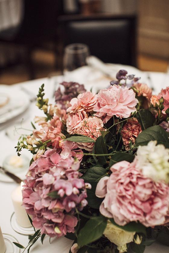 Trendy weselne 2021 2022, miejsce na wesele Kraków, dekoracja sali na wesele, najmodniejsze kolory na ślub 2021, kwiaty do ślubu, wesele w Krakowie