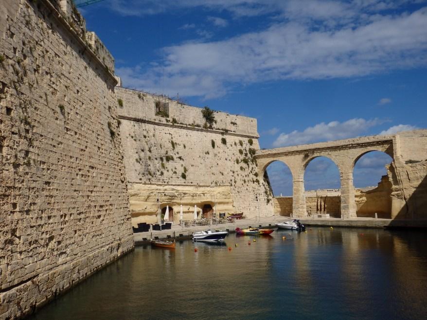 Three Cities, Wall of Bastion and Bridge