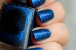 Swatch Il Etait Un Vernis Crush on blue ( 2 coats + top coat), natural light.