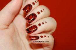Nail art tribal hearts on Esmaltes da kelly Snow White, artificial light.