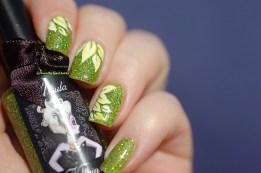 Spring flower nail art  on Ursula Esmaltes Da Kelly, natural sunlight.
