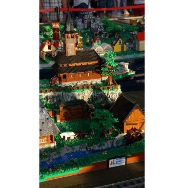 Sat-maramuresan-din-piese-LEGO