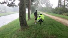 Bajo la intensa lluvia del camino