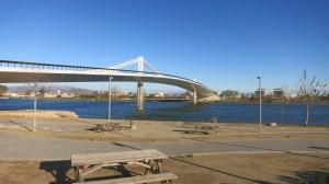 Puente que cruza el Ebro en Deltebre