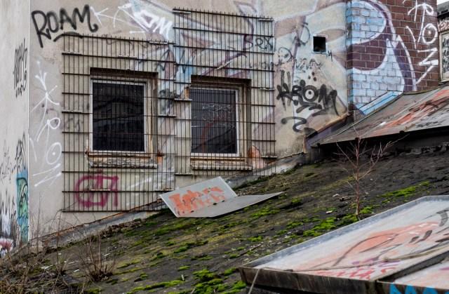 2014-01-29 EM1 Graffiti Frankfurt Ostbahnhof 005