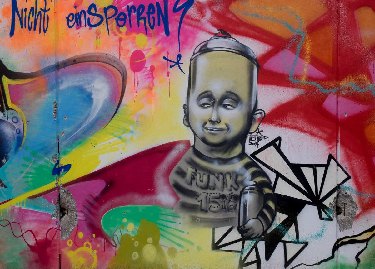 """""""Wir reißen Mauern ein"""" - Graffiti im Innenhof der ehemaligen JVA in Frankfurt Höchst (Part 2/4)"""